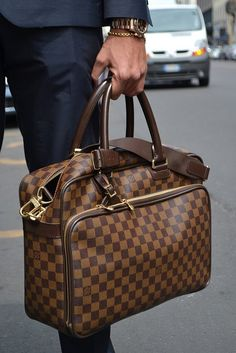 Although it is obviously LV, the shape and the function of this bag is fantastic.