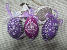 KRASLICE HUSÍ VOSKOVANÉ Paint Drop, Easter Gift, Line Design, Christmas Bulbs, Wax, Tapas, Holiday Decor, Patterns, Crafts