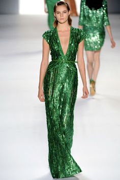 Emerald green dress #pinpantone #coloroftheyear