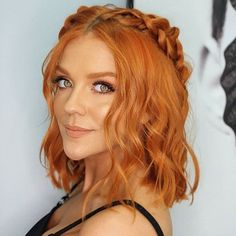 Wavey Hair, Curly Hair With Bangs, Curly Hair Styles, Short Copper Hair, Natural Red Hair, Ginger Hair Color, Strawberry Blonde Hair Color, Redhead Hairstyles, Short Curly Haircuts