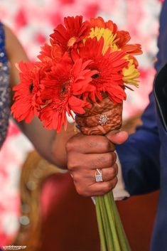Choosing the perfect wedding ring that will be the perfect expression of a couple's love and devotion, can be an overwhelming task. Wedding Album Design, Wedding Ring Designs, Wedding Ring Bands, Wedding Story, Wedding Sets, Wedding Couples, Trendy Wedding, Indian Engagement Ring, Engagement Rings