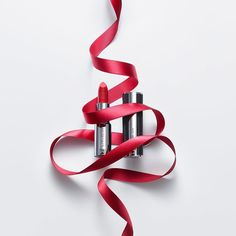 いいね!2,333件、コメント13件 ― Givenchy Beautyさん(@givenchybeauty)のInstagramアカウント: 「Ensure all eyes are on you and make the most of the mistletoe with lips dressed in Le Rouge.…」