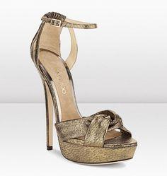 """Zapatos ideales para estilizar cualquier figuro de mujer """"Jimmy Choo Pitón"""""""