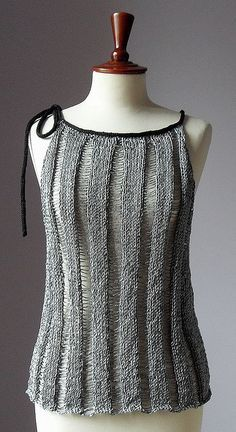 This Pin was discovered by Gal Vest Pattern, Top Pattern, Loom Knitting, Hand Knitting, Ropa Free People, Summer Knitting, Knit Fashion, Crochet Clothes, Pulls