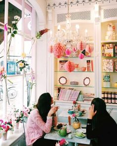 An Instagram-Worthy Travel Guide to London: Peggy Porschen Cakes. Beauty lovers with wanderlust will lobe this travel destination.