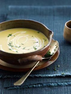 Cremesuppe aus Chicorée und Süßkartoffeln. | http://eatsmarter.de/rezepte/cremesuppe-aus-chicoree-und-susskartoffeln