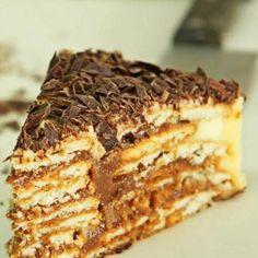 Receita de Bolo de Bolachas com Chocolate - 2 pacotes de biscoito tipo maria, 250 gr de manteiga, 250 gr de açúcar, 3 unidades de gema de ovo, 1 xícara (caf...