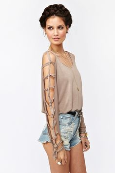 Knot It Top- I really want to make this shirt