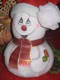 Blog de trabalho-manuais :Trabalhos manuais & artezanais 'ANildes', boneco de neve feito em cabaça muito lindo. tem outros modelos.