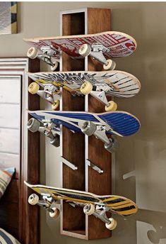 Porta skate muito criativo!