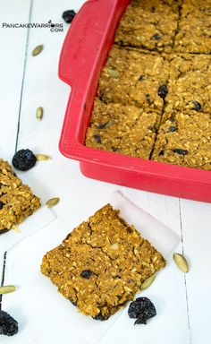 Baked oatmeal pumpkin bars are the perfect breakfast or snack food. This healthy vegan oatmeal bar recipe has no added sugar, parents and kids love them! This healthy snack is the perfect addition to lunch or an after school snack! | www.pancakewarriors.com