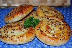 http://chief-cooker.tumblr.com Ingredients: - 450 g puff pastry (I had yeast) - 200 g Suluguni - 1 egg (for lubrication products) - flax seeds (for decoration) Preparation: A layer of dough spread on...