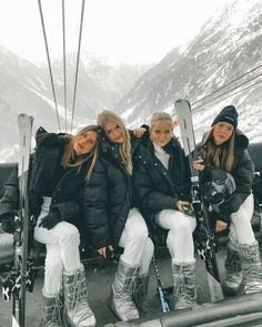 21 Super Cute Ski Outfits For Women - Cute Sexy Winter Ski Outfits – Hello Bombshell!