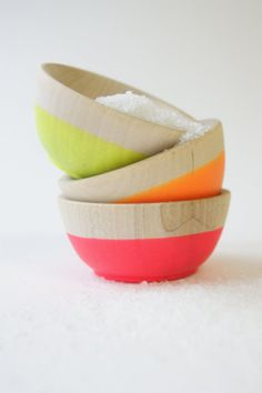Bright: Set of 3 Mini Bowls. Set of 3 tiny wooden bowls, cute as can be. Each carefully hand dipped in Neon Pink, Neon Yellow and Neon Sweet Home, Diy Décoration, Wood Bowls, Deco Design, Neon Colors, Pastel Colors, Bright Colors, My New Room, Bowl Set