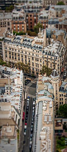 Discover restaurants, bars, shops, clubs & cultural hotspots that locals love in Paris: www.10thingstodo.in