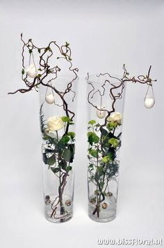 unusual easter roses and eggs decoration ~ Leuke vazen met Pasen… Deco Floral, Arte Floral, Floral Design, Wedding Decorations, Christmas Decorations, Christmas Arrangements, Ikebana, Easter Crafts, Flower Designs