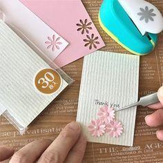 パンチを使って立体小花の作り方を伝授。大切な人に手作りで想いを伝えよう 3d Quilling, Paper Quilling Designs, Vintage Scrapbook, Scrapbook Cards, Flower Cards, Paper Flowers, Washi Tape Cards, Stationery Pens, Scrapbook Embellishments