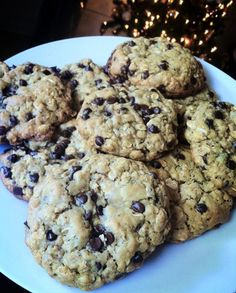 Oatmeal Chocolate Chip Lactation Cookies by Noel Trujillo This recipe is great for mothers who are breastfeeding. It helps to keep your milk supply up or increase your milk supply. Use more brewers yeast and oatmeal if you are wanting to increase your m Cookies Gluten Free, Breastfeeding Foods, Breastfeeding Positions, Chocolate Chip Oatmeal, Chocolate Chips, Chocolate Cookies, Toffee Cookies, Chocolate Toffee, Oatmeal Cookies