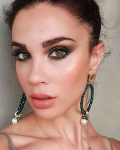 This is the right time to try Princess Jasmine makeup. Tell me, princess, now when did You last let your heart decide? We purposely chose Princess Jasmine Makeup Looks Inspiration from the old… Hooded Eye Makeup, Eye Makeup Tips, Glam Makeup, Makeup Goals, Party Makeup, Makeup Inspo, Makeup Inspiration, Hair Makeup, Makeup Ideas