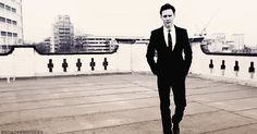 The Hiddleston walk (gif)