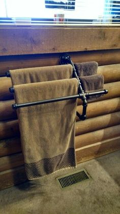 Industrial pipe towel bar - three towel and wash cloth bar Industrial Interior Design, Industrial Pipe, Industrial Bathroom, Industrial House, Industrial Style, Vintage Industrial, Home Design Diy, Pipe Furniture, Industrial Furniture