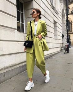 Pin by sidela bazhdari on vintage outfits in 2019 одежда Fashion Casual, Look Fashion, Fashion Outfits, Womens Fashion, Set Fashion, Fashion Black, Fashion Details, Fashion Styles, Fashion Tips