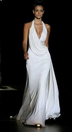 I think this is super sexy and sleek! Queen Wedding Dress, Wedding Dress Sizes, Used Wedding Dresses, Formal Dresses, Bridal Gowns, Wedding Gowns, Formal Chic, Pronovias Wedding Dress, Hippy Chic