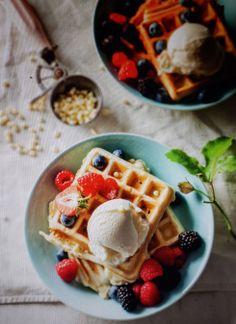 White chocolate waffles from Herman Lensing's book VOORSKOOT