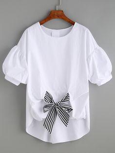 Белая блуза с полосатым бантом