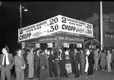 """Puesto de venta callejero. Aún no se utilizaba la palabra """"pancho"""" si no """"salchicha caliente con pan"""". 1940. Broadway Shows, Vintage, Fotografia, Bible, Art, Vintage Comics"""