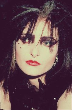 Siouxsie Sioux, Siouxsie and the Banshees Siouxsie Sioux, Siouxsie And The Banshees, Radiohead, Danielle Dax, Punk Makeup, Gothic Makeup, Punk Goth, 80s Goth, Robert Smith