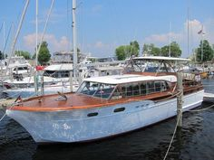 What makes a Chris-Craft special?To some, Chris-Craft is synonymous with pleasure boating. Yacht Design, Boat Design, Small Power Boats, Classic Wooden Boats, Classic Boat, Chris Craft Boats, Small Yachts, Old Boats, Sail Boats