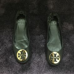 343c440df3197 Shop Women s Tory Burch Black size 7 Flats   Loafers at a discounted price  at Poshmark. Description  Used in good conditions.
