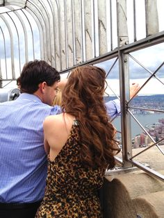 Jeremy Jordan and Laura Osnes at The Empire State Building.    Photo by Ryan Zatcoff for TonyAwards.com