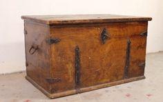 Massivholz Truhe um 1820 mit schöner Patina von Pepita Antique Vintage Negozio auf DaWanda.com