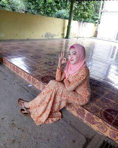Beautiful Girl Photo, Beautiful Hijab, Beautiful Women, Girl Hijab, Muslim Women, Hijab Fashion, Girl Photos, Asian Beauty, Two Piece Skirt Set