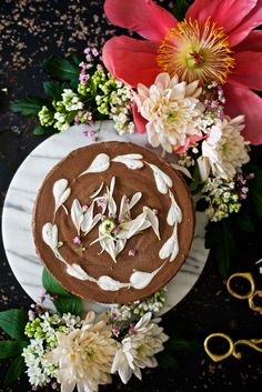If you are craving something sweet, why not trying this super delicious and easy raw cake without refined sugar or dairy? It is fluffy and luscious. Raw Dessert Recipes, Raw Food Recipes, Cake Recipes, Desserts, Raw Chocolate Cake, Raw Cake, Healthy Cake, Something Sweet, Espresso