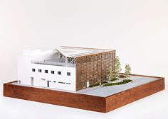 Shigeru Ban's design for an art gallery opening this summer in Aspen, Colorado, has been demonstrated by a new architectural model, followin...