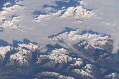 Il Campo di ghiaccio Patagonico Sud (in spagnolo Campo de Hielo Patagónico Sur o anche Campo de Hielo Sur) è un gigantesco ghiacciaio continentale in Patagonia. Si trova nelle Ande meridionali, sulla linea di confine tra Cile ed Argentina. Si tratta della terza calotta glaciale del mondo dopo Antartide e Groenlandia. Crediti: NASA