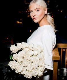 📸: @misalenaa.92 #alenashishkova #аленашишкова #алёнашишкова #аленышишковой Russian Men, Russian Models, Glamour Photo Shoot, Alena Shishkova, Male Magazine, Beauty Pageant, Platinum Blonde, Beauty Queens, Pretty Woman