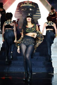 This outfit was designed by the winner of Rihanna's UK tv show Styled to Rock :) Best Of Rihanna, Rihanna Riri, Rihanna Style, Christina Aguilera, Aaliyah, Wireless Festival, Uk Tv Shows, Blake Lively Style, Hip Hop Videos
