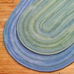 Blue rug for in front of crib