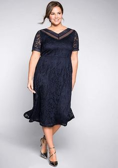 Abendkleid aus floraler Spitze - marine | sheego Dresses Short, Dresses For Work, Dresses Dresses, Lace Evening Dresses, Fashion 2020, Occasion Dresses, Elegant, Floral Lace, Hijab Outfit