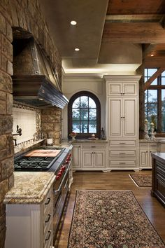 You gott'a love this stove and the kitchen is delightful.