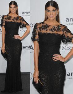 Bianca Brandolini También de negro con un vestido de encaje y con un favorecedor peinado de efecto wet vimos a Bianca Brandolini.