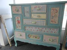 It may sound odd but shabby chic furniture is highly in demand these days. You must be thinking that how can something chic and elegant be shabby. However, that seems to be the current trend and most people are opting to go for furniture of that kind. Decoupage Furniture, Refurbished Furniture, Paint Furniture, Repurposed Furniture, Shabby Chic Furniture, Furniture Projects, Furniture Makeover, Vintage Furniture, Cool Furniture