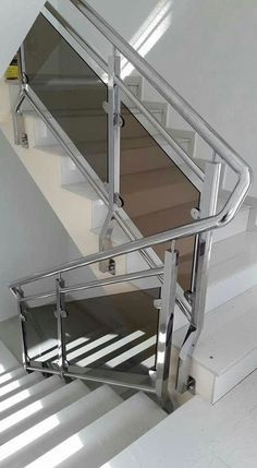 11 Staircase Steel Railing Designs Ideas 11 Staircase Steel Railing Designs Ideas, house looks more beautiful with swap side dishes found inside. Stair railing is one of such installations in. Steel Stairs Design, Staircase Railing Design, Modern Stair Railing, Stair Handrail, Modern Stairs, Railing Ideas, Balcony Glass Design, Balcony Grill Design, Balcony Railing Design