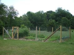 Fence for Home Gardens, Using Fencing Wire & Chicken Netting | The Country Basket