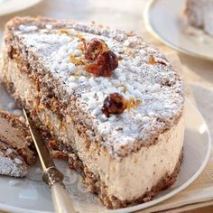 Succès aux noisettes SUCCESS (For 8 P: 125 g of almond powder, 125 g of hazelnut powder, 125 g of Thermomix Desserts, Köstliche Desserts, Delicious Desserts, Yummy Food, Sweet Recipes, Cake Recipes, Dessert Recipes, Pavlova, Bread Cake