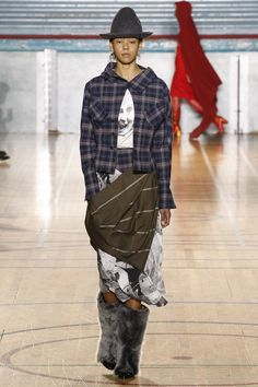 See the complete Vivienne Westwood Fall 2017 Ready-to-Wear collection.